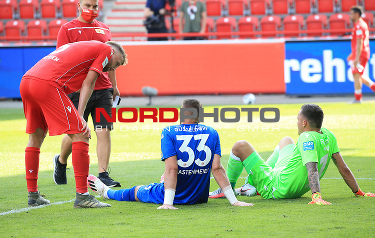 27.06.2020, Stadion an der Wuhlheide, Berlin, GER, DFL, 1.FBL, 1.FC UNION BERLIN  VS. Fortuna Duesseldorf , <br /> DFL  regulations prohibit any use of photographs as image sequences and/or quasi-video<br /> im Bild Rafael Gikiewicz (1.FC Union Berlin #1), Marvin Friedrich (1.FC Union Berlin #5), Florian Kastenmeier (Fortuna Duesseldorf #33)<br /> <br /> <br />      <br /> Foto © nordphoto / Engler