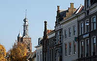 Nederland Zaltbommel 2016. De Markt in het centrum van Zaltbommmel. Links de Gasthuistoren.   Foto Berlinda van Dam / Hollandse Hoogte