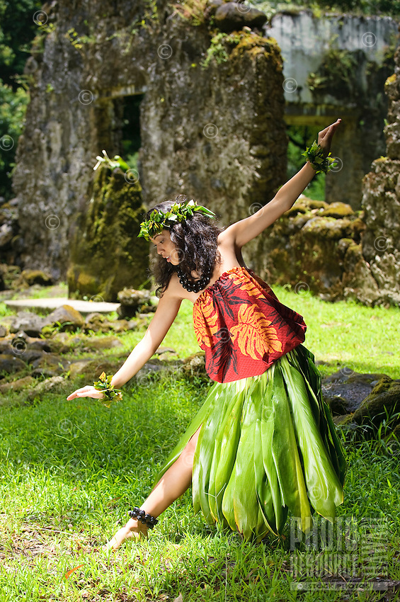 Young kahiko hula dancer at Hawaiian cultural site.