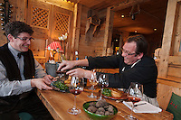 Europe/France/Rhône-Alpes/74/Haute-Savoie/Manigod: Pierre Lesage et Eric Guelpa  de gauche à droite,  Restaurant: Chalets-Hotels de la Croix Fry<br />  travaillent sur les accords mets vin autour de la truffe noire [Non destiné à un usage publicitaire - Not intended for an advertising use]