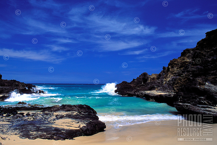 Halona Beach Cove, site of the famous beach scene in ìFrom Here to Eternityî, southeast Oahu