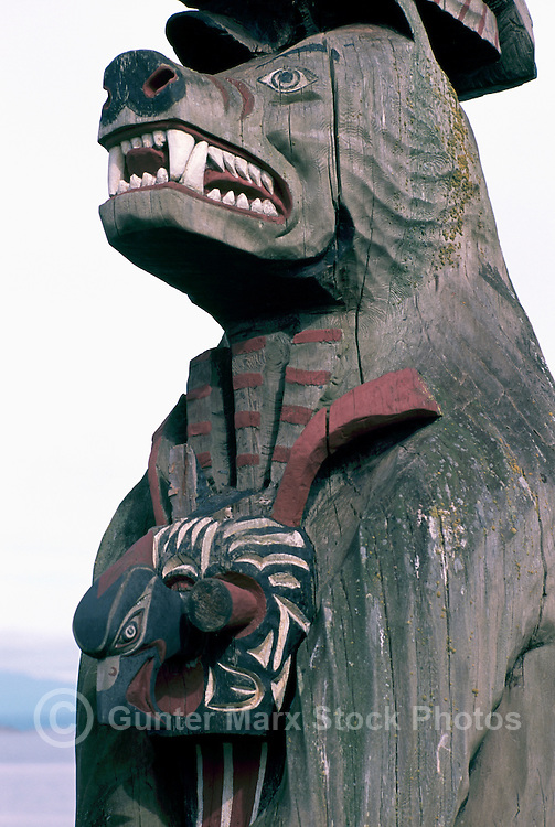 Coast Salish Totem Pole, Qualicum Beach, BC, Vancouver Island, British Columbia, Canada - Detail of Grizzly Bear, Mask on Chest