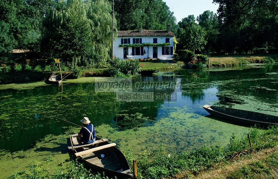 Europe/France/Poitou-Charentes/79/Deux-S&egrave;vres/Coulon&nbsp;: Marais poitevin et maison maraichine<br /> PHOTO D'ARCHIVES // ARCHIVAL IMAGES<br /> FRANCE 1990