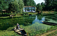 Europe/France/Poitou-Charentes/79/Deux-Sèvres/Coulon : Marais poitevin et maison maraichine<br /> PHOTO D'ARCHIVES // ARCHIVAL IMAGES<br /> FRANCE 1990