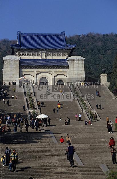 Asie/Chine/Jiangsu/Nankin: Le mausolée du Docteur Sun Yat Sen - Pavillon qui renferme le tombeau du fondateur de la République chinoise<br /> PHOTO D'ARCHIVES // ARCHIVAL IMAGES<br /> CHINE 1990