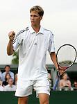 Tennis All England Championships Wimbledon Florian Mayer (GER) jubelt nach seinem 3-Satz-Sieg ueber Santiago Ventura (ESP).