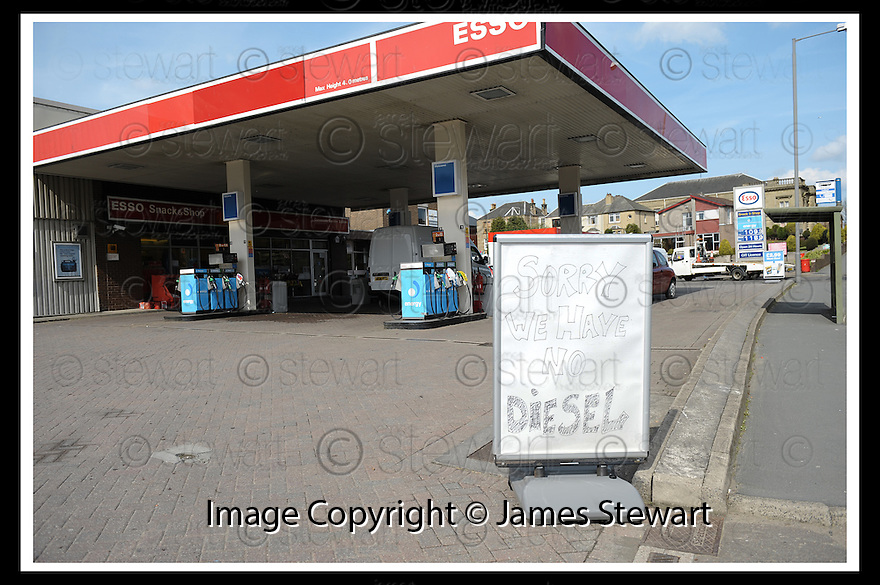 27/04/2008   Collect Pic: James Stewart.File Name : sct_jspa04_ineos.THE CARRONVALE SERVICE STATION, LARBERT, WHO HAVE RUN OUT OF DIESEL..... HOWEVER OVERALL DRIVERS IN CENTRAL SCOTLAND ARE TAKING THE ADVICE ON NOT PANIC BUYING....James Stewart Photo Agency 19 Carronlea Drive, Falkirk. FK2 8DN      Vat Reg No. 607 6932 25.Studio      : +44 (0)1324 611191 .Mobile      : +44 (0)7721 416997.E-mail  :  jim@jspa.co.uk.If you require further information then contact Jim Stewart on any of the numbers above........