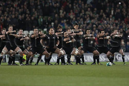20.11.2010 International Rugby Union from Lansdowne Road Dublin. Ireland v New Zealand. The All Blacks perform the Haka before the kickoff against Ireland.