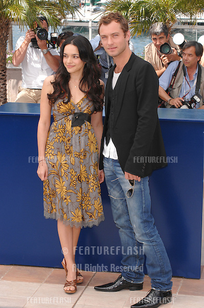 "Jude Law & Norah Jones at the photocall for their new movie ""My Blueberry Nights"" at the 60th Annual International Film Festival de Cannes..May 16, 2007  Cannes, France..© 2007 Paul Smith / Featureflash"