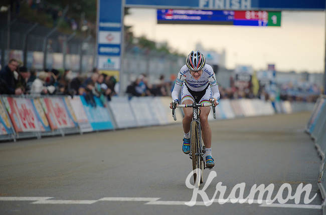 Marianne Vos (NLD) (unsuccesfully) trying to close the gap with race leader Katie Compton (USA) in the last lap<br /> <br /> UCI Worldcup Heusden-Zolder Limburg 2013