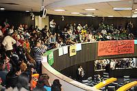 SAO PAULO, SP,26 de junho 2013-Manifestantes do MPL e da Feira da Madrugada lotam o plenario pedindo a aprovação da CPI dos Transportes pela Câmara de São Paulo.   ADRIANO LIMA / BRAZIL PHOTO PRESS).