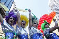 SAO PAULO, SP, 04.05.2014 - PARADA DO ORGULHO LGBT - Drag Queens  durante o Festival do  Orgulho LGBT na tarde deste Domingo, 4 na Avenida Paulista, regiao central da  cidade de São Paulo. (Foto: Andre Hanni /Brazil Photo Press).  durante o Festival do  Orgulho LGBT na tarde deste Domingo, 4 na Avenida Paulista, regiao central da  cidade de São Paulo. (Foto: Andre Hanni /Brazil Photo Press).