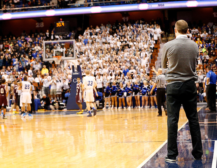 Uncasville, CT- 22 March 2015-032215CM10- Naugatuck head coach Mike Wilson watches the final 30 seconds of the game as Bunnell fans cheer for their team during the Class L state championship game at Mohegan Sun Arena in Uncasville on Sunday.  Naugy fell to Bunnell, 72-61.    Christopher Massa Republican-American