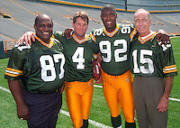 Willie Davis, Brett Favre, Reggie White and Bart Starr pose for a photo in Lambeau Field in 1998.