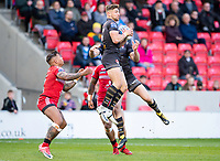 Picture by Allan McKenzie/SWpix.com - 26/04/2018 - Rugby League - Betfred Super League - Salford Red Devils v St Helens - AJ Bell Stadium, Salford, England - Tommy Makinson takes the jump ball.