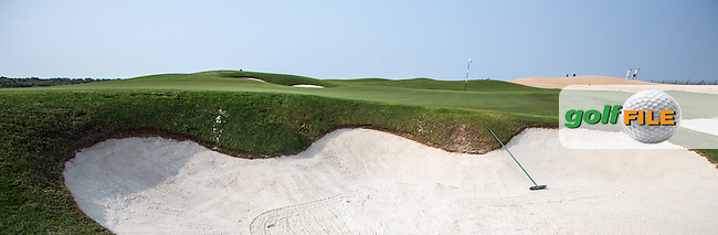 View of the 6th green beach bunkers at Al Zorah Golf Club, Dubai, United Arab Emirates.  26/01/2016. Picture: Golffile | David Lloyd<br /> <br /> All photos usage must carry mandatory copyright credit (&copy; Golffile | David Lloyd)