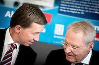 Bernd Lucke, Parteivorsitzender der AfD und Hans-Olaf Henkel, AfD nehmen am Montag (15.09.14) in Berlin an einer Pressekonferenz zu den Landtagswahlen in Th&uuml;ringen und Brandenburg teil.<br /> Foto: Axel Schmidt/CommonLens