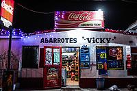 Tienda o Abarrotes Vicky en temporada navide&ntilde;a. Coca Cola.<br /> <br /> Calles y comercios de noche en el Centro de Hermosillo, previo a la navidad.<br /> 13diciembre2017