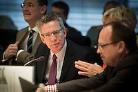 Verteidigungsminister Thomas de Maiziere (CDU) gibt am Mittwoch (05.06.13) in Berlin im Verteidigungsausschuss des Bundestages Auskunft &uuml;ber das Projekt Euro Hawk.<br /> Foto: Axel Schmidt/CommonLens