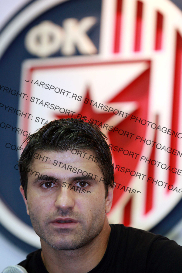 Nenad Jestrovic potpisivanje promocija fudbal Crvena Zvezda 26.8.2007. photo: Pedja Milosavljevic