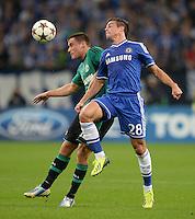 FUSSBALL   CHAMPIONS LEAGUE   SAISON 2013/2014   GRUPPENPHASE FC Schalke 04 - FC Chelsea        22.10.2013 Christian Clemens  (li, FC Schalke 04) gegen Cesar Azpilicueta (re, FC Chelsea)