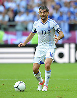 FUSSBALL  EUROPAMEISTERSCHAFT 2012   VORRUNDE Griechenland - Tschechien         12.06.2012 Giorgos Karagounis (Griechenland) Einzelaktion am Ball