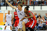 UITHUIZEN = Basketbal, Donar - Aris, voorbereiding seizoen 2017-2018, 02-09-2017,  Donar speler Thomas Koenes in duel met Aris speler Leroy Peterson
