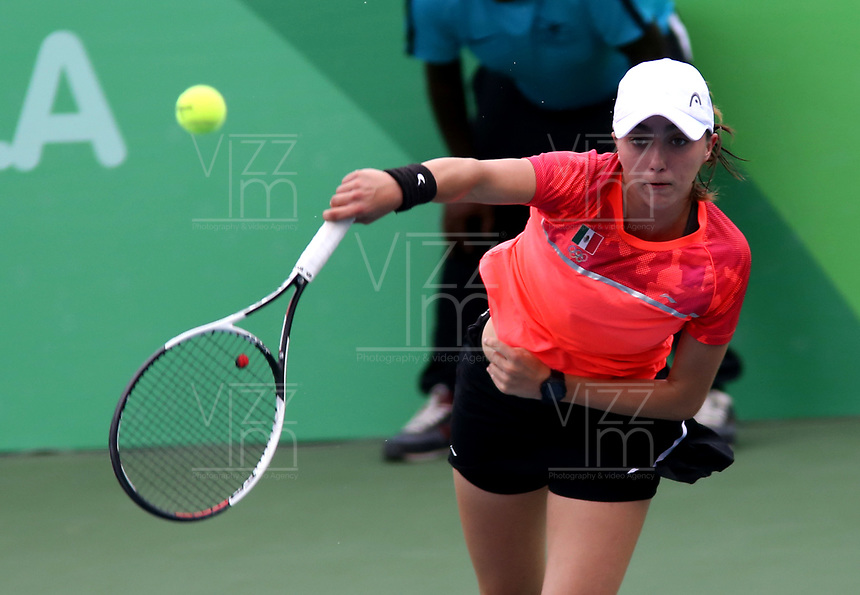BARRANQUILLA - COLOMBIA, 02-08-2018: Fernanda Contreras, de México, durante su participación en la Tenis Copa Naciones Femenino, en el Parque de las Raquetas, como parte de los Juegos Centroamericanos y del Caribe Barranquilla 2018. / Fernanda Contreras, from Mexico, during its participation in the Women's Nations Cup Tennis, in the Park of the Rackets, as part of the Central American and Caribbean Games of Barranquilla 2018.Photo: VizzorImage / Cont.