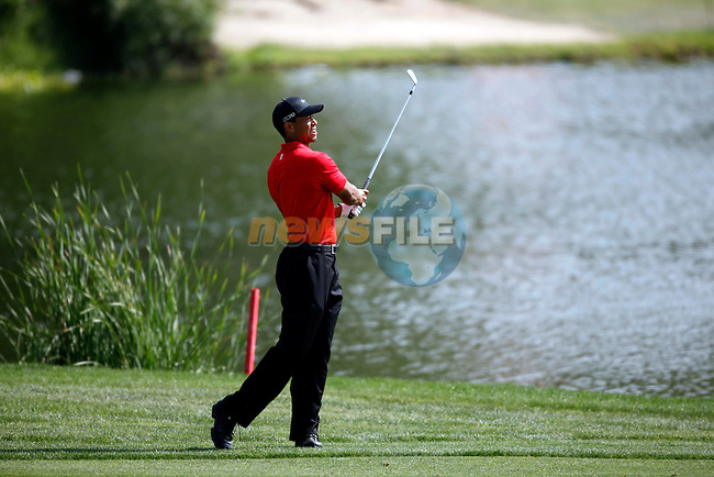Tiger Woods (USA) in action during the final round of the Omega Dubai Desert Classic played at the Majilis Course, Emirates Golf Club, Dubai, UAE on 13th February 2011..Picture: Phil Inglis / www.golffile.ie.