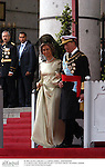 El rey Juan Carlos de Borbon y la reina Sofia de Grecia  asistiendo a la boda del principe Felipe y Letizia Ortiz. Madrid, España, 22/05/04..King Juan Carlos of Borbon and Queen Sofia of Greece attending to the wedding of Prince Felipe and Letizia Ortiz. Madrid, Spain, 05/22/04.