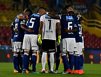 BOGOTA - COLOMBIA, 28–04-2018: Los jugadores de Millonarios, durante partido de la fecha 18 entre Millonarios y Atlético Huila, por la Liga Aguila I 2018, jugado en el estadio Nemesio Camacho El Campin de la ciudad de Bogota. / The players of Millonarios during a match of the 18th date between Millonarios and Atlético Huila, for the Liga Aguila I 2018 played at the Nemesio Camacho El Campin Stadium in Bogota city, Photo: VizzorImage / Luis Ramírez / Staff.