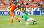 Nederland, Amsterdam, 2 juni 2012.Oefenwedstrijd .Nederland-Noord Ierland.Mark van Bommel van Nederland schiet. Rechts Michael Duff van Noord-Ierland
