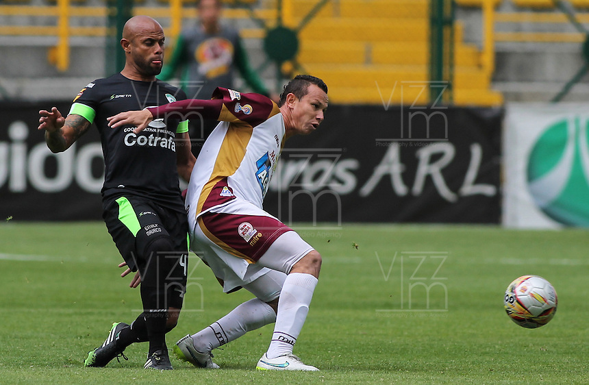 BOGOTA - COLOMBIA - 14-10-2015: Accion de juego entre La Equidad y el Deportes Tolima durante partido  por la fecha 7 de la Liga Aguila II 2015 jugado en el estadio Metroplitano de Techo. / Action game between La Equidad and Deportes Tolima during match seven date  League Aguila 2015-II played at Metropolitano de Techo  Stadium . Photo: VizzorImage / Michael Vargas / Contribuidor