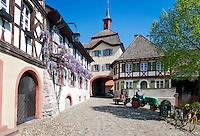Germany, Baden-Wurttemberg, Burkheim at Kaiserstuhl: town gate and historic old town | Deutschland, Baden-Wuerttemberg, Burkheim am Kaiserstuhl: historische Altstadt mit Stadttor