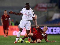 Calcio, Serie A: Roma vs Milan. Roma, stadio Olimpico, 25 aprile 2014.<br /> AC Milan forward Mario Balotelli, left, is tackled by AS Roma midfielder Radja Nainggolan, of Belgium, during the Italian Serie A football match between AS Roma and AC Milan at Rome's Olympic stadium, 25 April 2014.<br /> UPDATE IMAGES PRESS/Isabella Bonotto