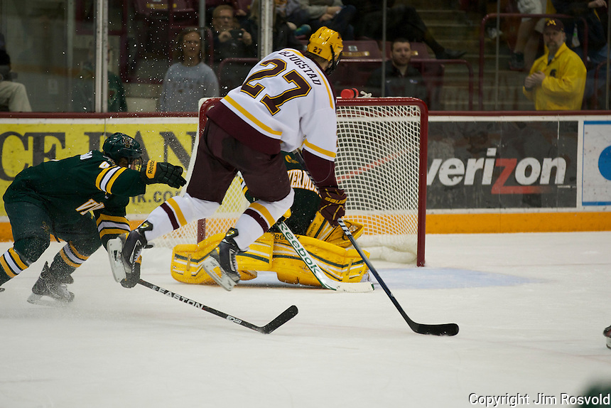 21 Oct 11: Nick Bjugstad (Minnesota - 27) goal.  The University of Minnesota Golden Gophers host the University of Vermont Catamounts in a non-conference matchup at Mariucci Arena in Minneapolis, MN.