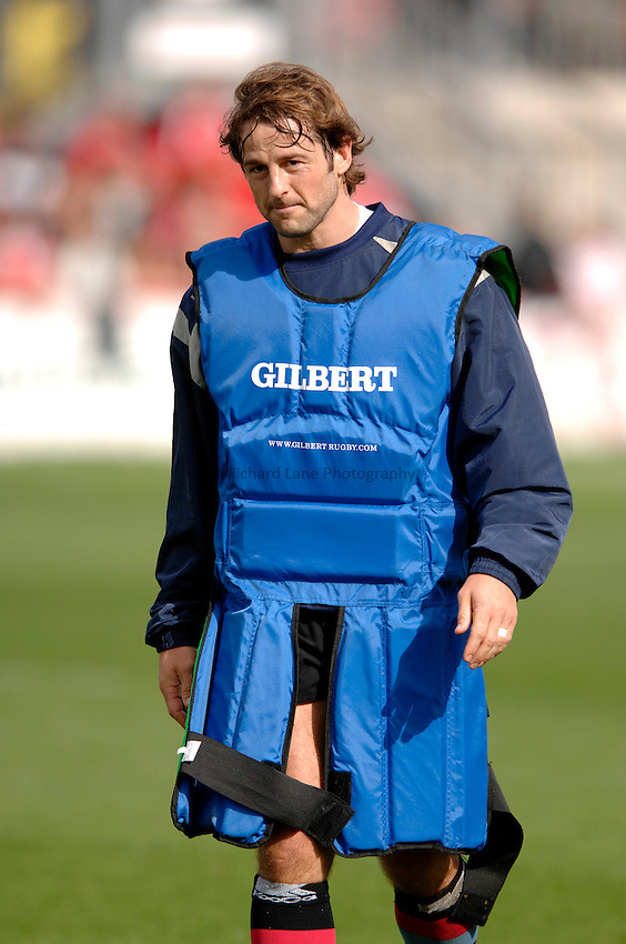 Photo: Richard Lane..Llanelli Scarlets v NEC Harlequins. EDF Anglo-Welsh Cup. 01/10/2006. .Quins' Andy Gommersall during warm-up.
