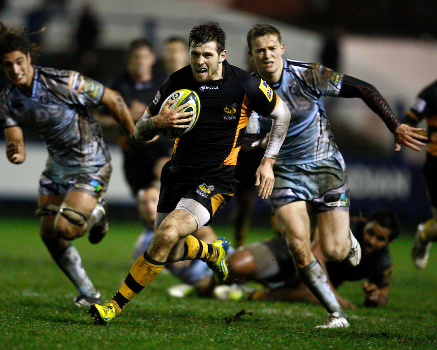 Photo: Richard Lane/Richard Lane Photography. Cardiff Blues v London Wasps. LV= Cup. 09/11/2012. Wasps' Elliot Daly breaks for a try.