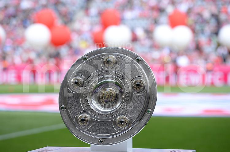 FUSSBALL   1. BUNDESLIGA   SAISON 2013/2014  34. SPIELTAG FC Bayern Muenchen - VfB Stuttgart             10.05.2014 Meisterschale in der Allianz Arena