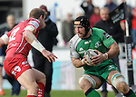 Connacht's John Muldoon takes on Scarlets' Hadleigh Parkes<br /> <br /> Rugby - Scarlets V Connacht - Guinness Pro12 - Sunday 15th Febuary 2015 - Parc-y-Scarlets - Llanelli<br /> <br /> &copy; www.sportingwales.com- PLEASE CREDIT IAN COOK