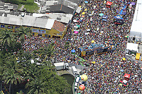 RECIFE, PE, 01.03.2014 - CARNAVAL / RECIFE / GALO DA MADRUGADA - <br /> Vista aérea do Galo da Madrugada, maior bloco de carnaval do mundo, no centro de Recife, na manhã deste sábado (01). (Foto: Vanessa Carvalho /Brazil Photo Press).
