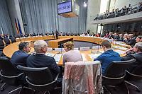 """Oeffentliche Anhoerung des Gesundheitsausschuss des Deutschen Bundestag am Mittwoch den 18. April 2018 zum Thema """"Verbindliche Personalbemessung in den Krankenhaeusern durchsetzen"""".<br /> Abgeordnete der Oppositionsparteien Buendnis 90/Die Gruenen und der Linkspartei haben Antraege fuer eine verbindliche Personalbemessung und mehr Pflegepersonal in Krankenhaeusern und gegen den Pflegenotstand in der Altenpflege eingebracht.<br /> Im Bild: Zu der Anhoerung waren eingeladen die Verbaende und Institutionen: Aktionsbuendnis Patientensicherheit e.V. (APS), Bundesarbeitsgemeinschaft der Freien Wohlfahrtspflege e.V. (BAGFW), Bundesverband Deutscher Privatkliniken e. V. (BDPK), Bundesverband privater Anbieter sozialer Dienste e. V. (bpa), Deutsche Krankenhausgesellschaft e.V. (DKG), Deutsche Stiftung Patientenschutz, Deutscher Pflegerat e.V. (DPR), Deutsches Institut fuer angewandte Pflegeforschung e. V. (DIP), GKV-Spitzenverband, ver.di -Vereinte Dienstleistungsgewerkschaft Bundesvorstand, Verbraucherzentrale Bundesverband e.V. (vzbv) und die Einzelsachverstaendigen:, Prof. Dr. Astrid Elsbernd, Prof. Dr. Stefan Gress, Alexander Jorde, Prof. Dr. Gabriele Meyer, Dr. Jochen Pimpertz, Prof. Dr. Heinz Rothgang.<br /> Im Bild: Vertreter der Verbaende und Institutionen.<br /> 18.4.2018, Berlin<br /> Copyright: Christian-Ditsch.de<br /> [Inhaltsveraendernde Manipulation des Fotos nur nach ausdruecklicher Genehmigung des Fotografen. Vereinbarungen ueber Abtretung von Persoenlichkeitsrechten/Model Release der abgebildeten Person/Personen liegen nicht vor. NO MODEL RELEASE! Nur fuer Redaktionelle Zwecke. Don't publish without copyright Christian-Ditsch.de, Veroeffentlichung nur mit Fotografennennung, sowie gegen Honorar, MwSt. und Beleg. Konto: I N G - D i B a, IBAN DE58500105175400192269, BIC INGDDEFFXXX, Kontakt: post@christian-ditsch.de<br /> Bei der Bearbeitung der Dateiinformationen darf die Urheberkennzeichnung in den EXIF- und  IPTC-Daten nicht entfernt werden, diese sind in d"""