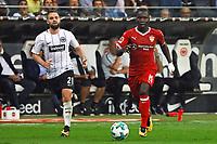 Chadrac Akolo (VfB Stuttgart) gegen Marc Stendera (Eintracht Frankfurt) - 30.09.2017: Eintracht Frankfurt vs. VfB Stuttgart, Commerzbank Arena