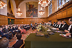 Nederland, Den Haag, 12-04-2006. Interieur van de gerechtszaal van Vredespaleis, 60 jarig bestaan van het gerechtshof. aanwezig oa Koniongin Beatrix, Kofi Annan, Minister Bot. .© foto Michael Kooren/Hollandse Hoogte.