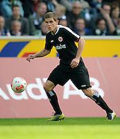 FUSSBALL   1. BUNDESLIGA  SAISON 2012/2013   7. Spieltag   Borussia Moenchengladbach - Eintracht Frankfurt   07.10.2012 Sebastian Jung (Eintracht Frankfurt)  Einzelaktion am Ball