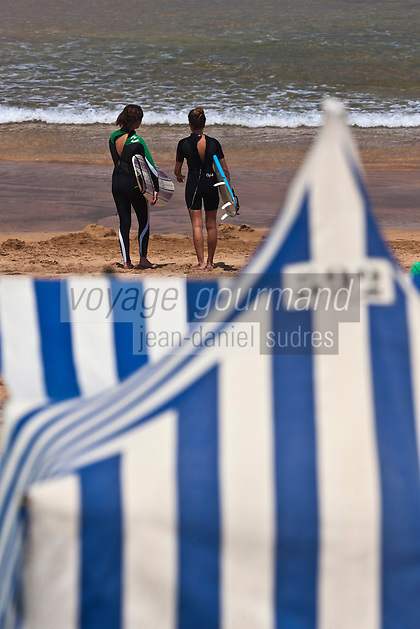 Europe/Espagne/Pays Basque/Guipuscoa/Pays Basque/Zarautz: Surfeurs plage de Zarautz [Non destiné à un usage publicitaire - Not intended for an advertising use]