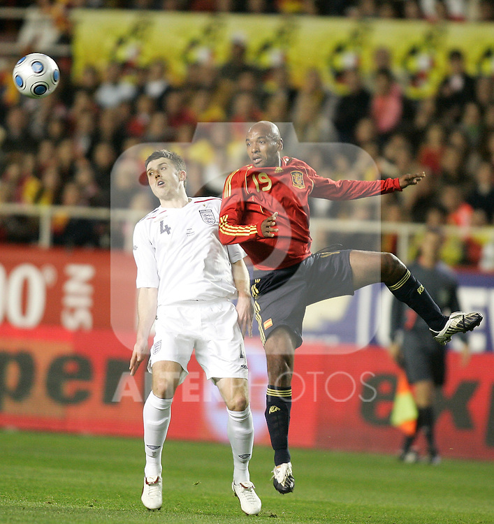 Spain´s Marcos Senna against England's Michael Carrick during an international friendly, February 11, 2009. (ALTERPHOTOS/Alvaro Hernandez).