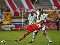 TUNJA -COLOMBIA, 30-01-2016. Ariel Soto (Izq) jugador de Boyacá Chicó disputa el balón con Anthony Otero (Der) jugador de Independiente Santa Fe durante partido por la fecha 1 Liga Águila I 2016 realizado en el estadio La Independencia en Tunja. / Ariel Soto (L) player of Boyaca Chico fights for the ball with Anthony Otero (R) player of Independiente Santa Fe during match for the date 1 of Aguila League I 2016 played at La Independencia stadium in Tunja. Photo: VizzorImage/César Melgarejo/Cont