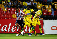 BUCARAMANGA - COLOMBIA, 01-09-2019: Marvin Vallecilla, Rafael Robayo de Atlético Bucaramanga y Teófilo Gutiérrez de Atlético Junior disputan el balón, durante partido entre Atlético Bucaramanga y Atlético Junior, de la fecha 9 por la Liga Águila II 2019, jugado en el estadio Alfonso López de la ciudad de Bucaramanga. / Marvin Vallecilla, Rafael Robayo of Atletico Bucaramanga and Teofilo Gutierrez  of Atletico Junior vies for the ball, during a match between Atletico Bucaramanga and Atletico Junior, of the 9th date for the Aguila Leguaje II 2019 at the Alfonso Lopez Stadium in Bucaramanga city Photo: VizzorImage / Oscar Martínez / Cont.