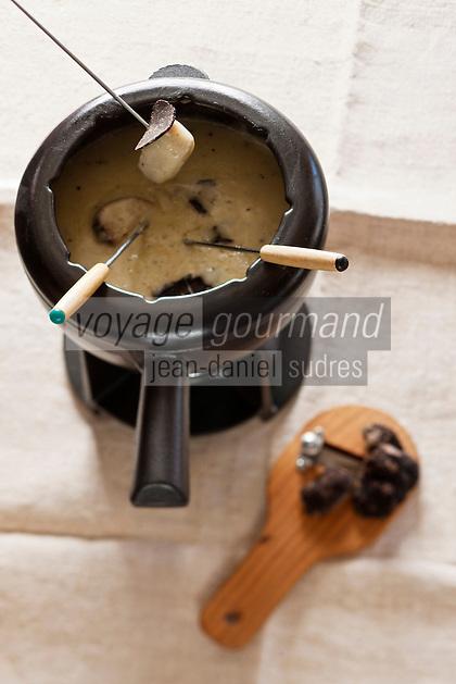 Europe/France/Rhone-Alpes/73/Savoie/Courchevel:  La fondue aux truffes de Jacques Trauchessec   au restaurant: La Saulire